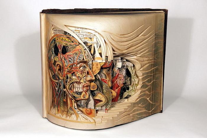 Старые книги, превратившиеся в скульптуры