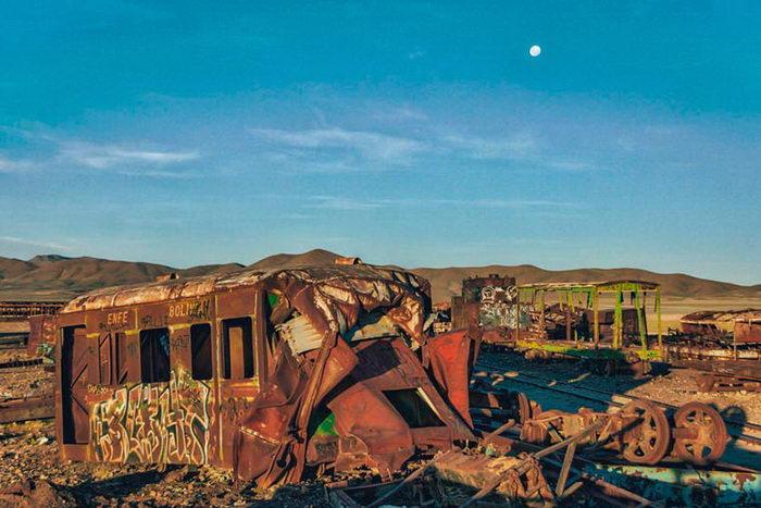 Кладбище заброшенных поездов в Боливии: снимки Chris Staring