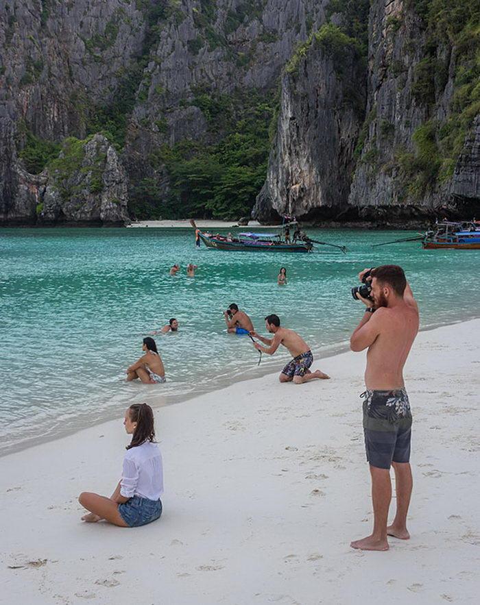 Парни на отдыхе, создающие «идеальные» фото подруг