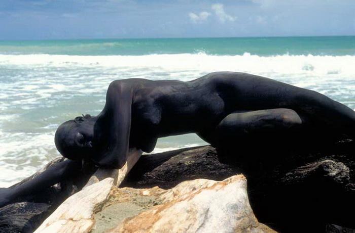 Пейзажи со спрятанными телами людей