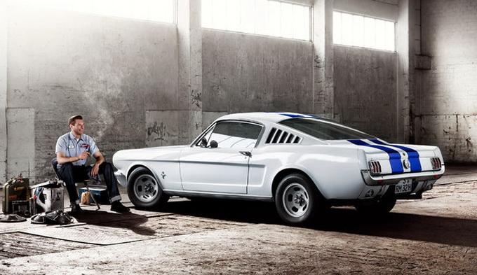 «Старинный календарь» с ретро автомобилями