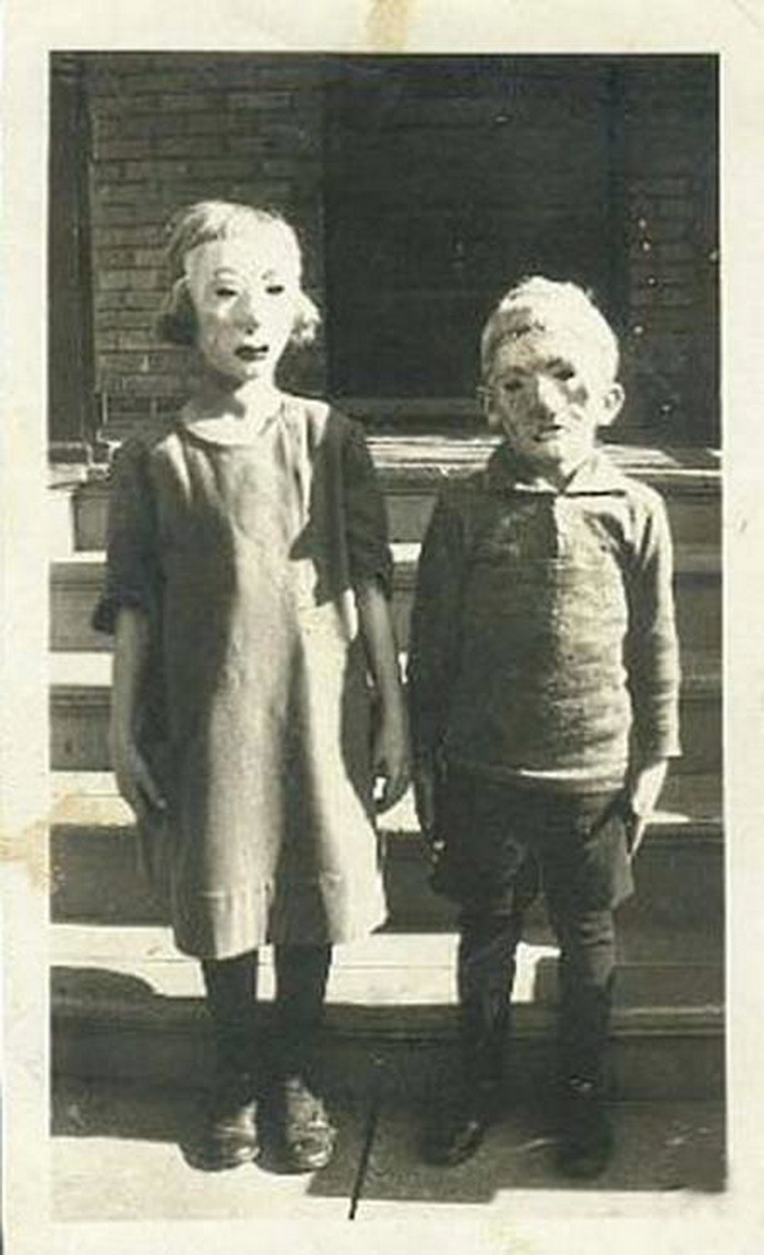 Creepy pictures from the 1800s 17 Haunting Post-Mortem Photographs From The 1800s Pinterest