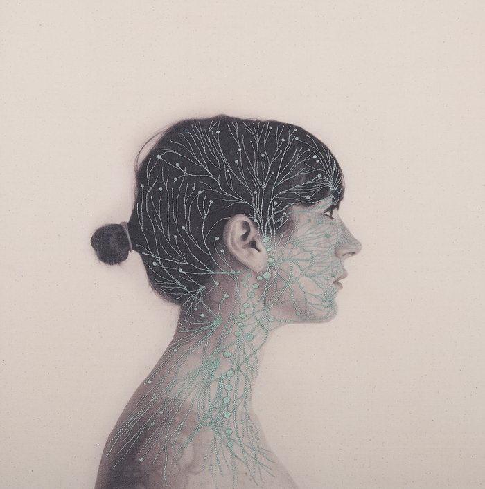 Автопортреты Juana Gomez с вышивкой нитями