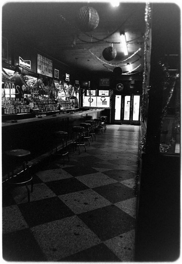 Посетители бара «Терминал» в снимках Sheldon Nadelman