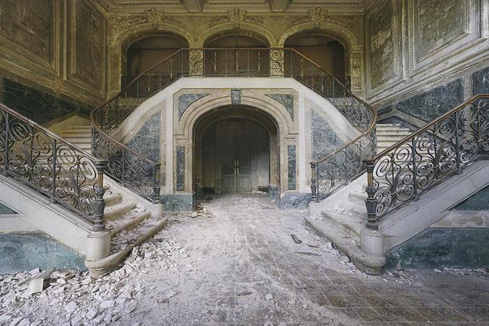 Заброшенные красоты Европы в фотографиях Romain Thiery