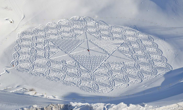 Рисунки на снегу Simon Beck
