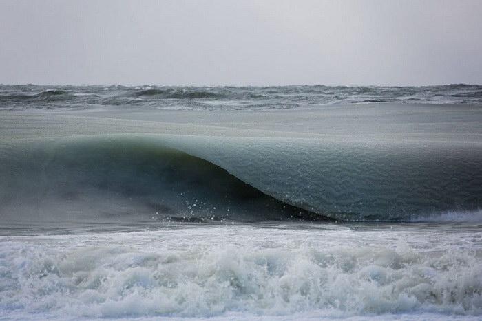 Замерзшие волны моря в Нантакете