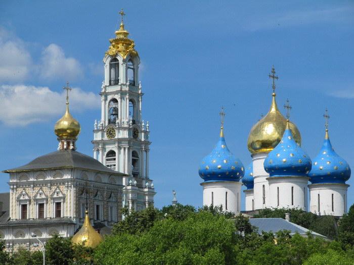 Красивейший монастырь Троице-Сергиева Лавра: история и интересные факты