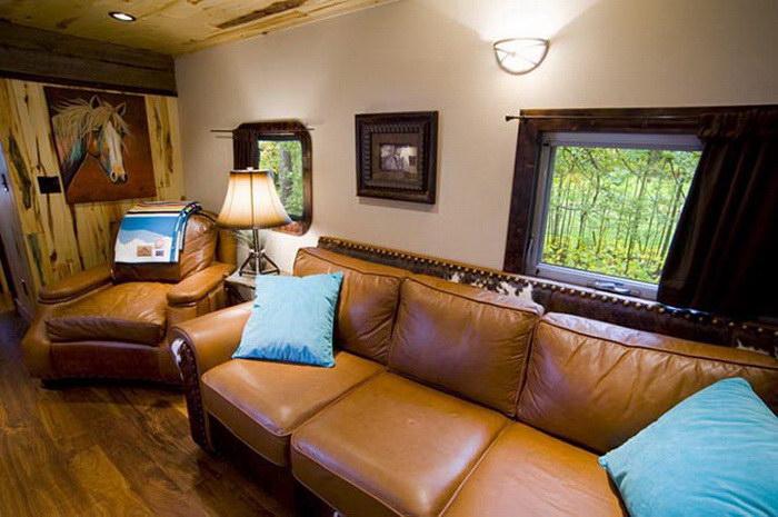 Уютный дом в старом вагоне