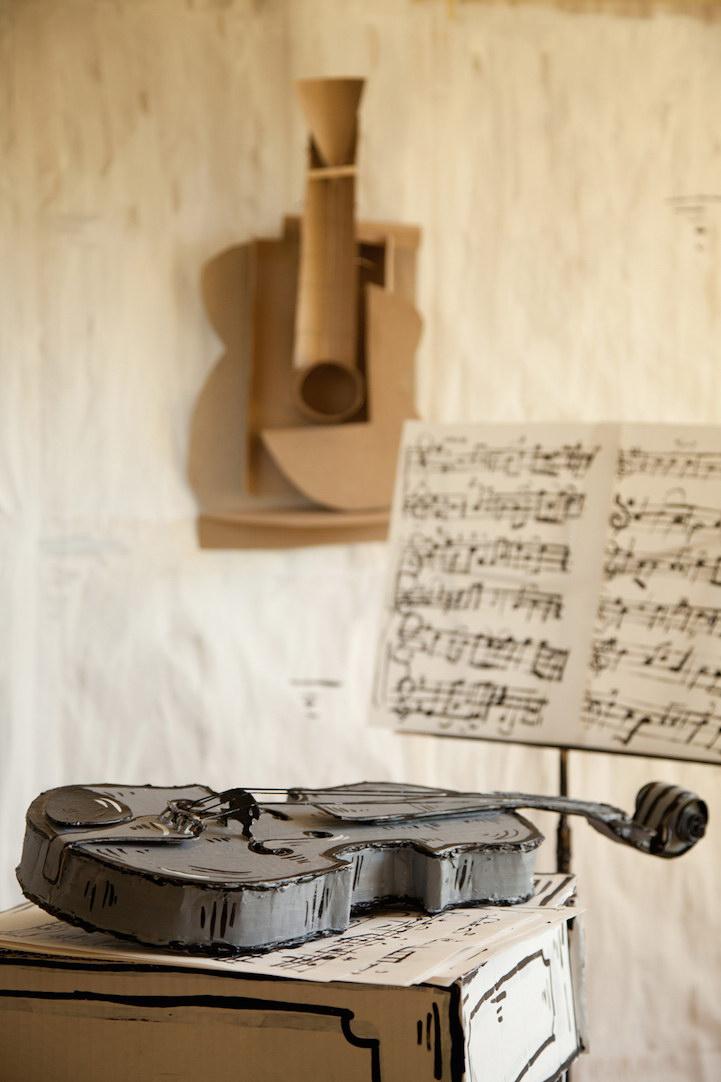 Универсальный шкаф в проекте House of Cardboard