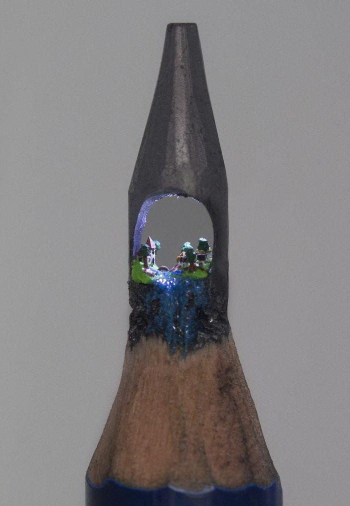 Скульптуры на грифелях карандашей Tom Lynall