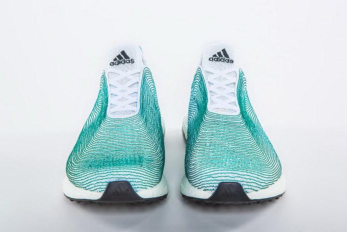Adidas выпускает экологичные кроссовки из мусора и рыболовных сетей