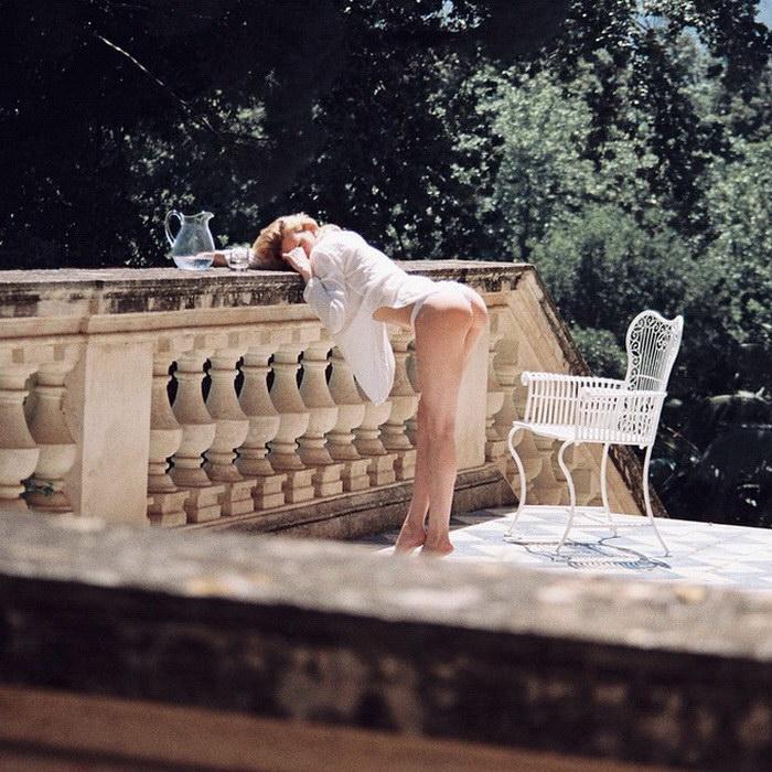20-летний эротический фотограф Jean Pierrot