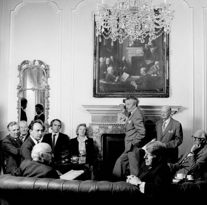 Джентльменские клубы в фотографиях Karen Knorr
