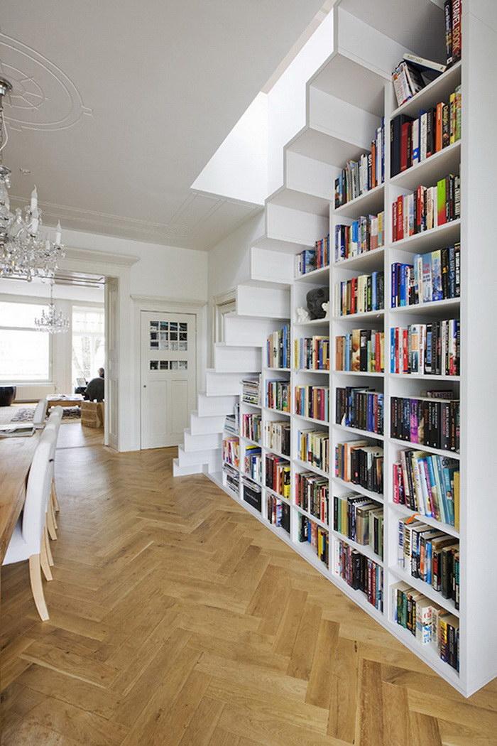 Лестница, которая служит библиотекой