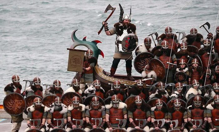 Ежегодный фестиваль викингов Up Helly Aa в Шотландии