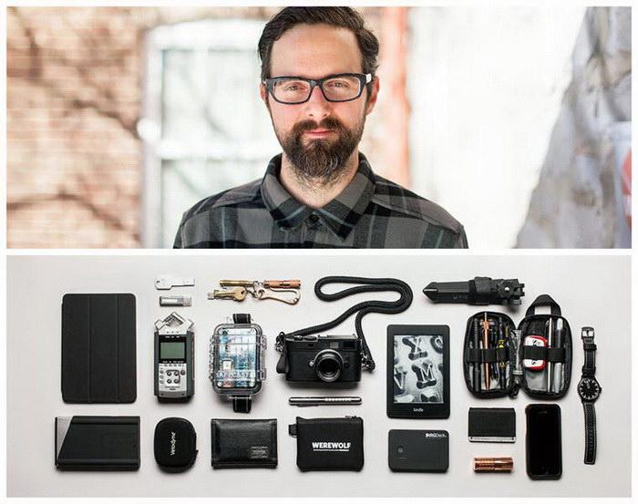 Фотограф снимает моделей и вещи, которые они носят с собой