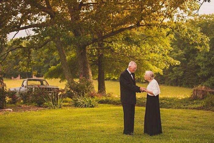 65 лет со свадьбы: удивительные фотографии пожилой пары