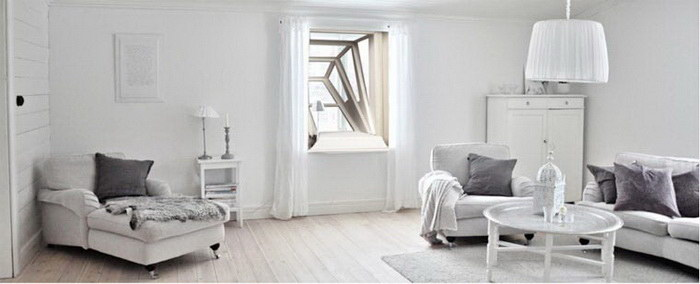 Окно, позволяющее наслаждаться красотой неба из квартиры