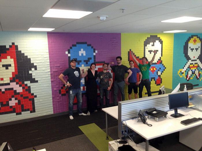 Сотрудники изменили интерьер офиса с помощью простых стикеров