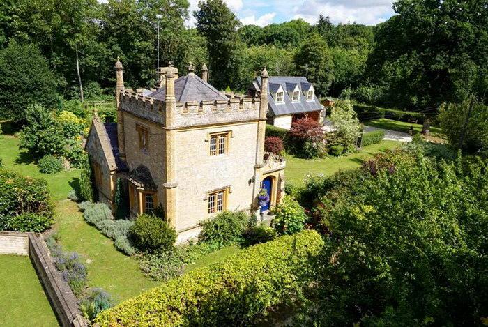 Самый маленький замок Англии выставлен на продажу