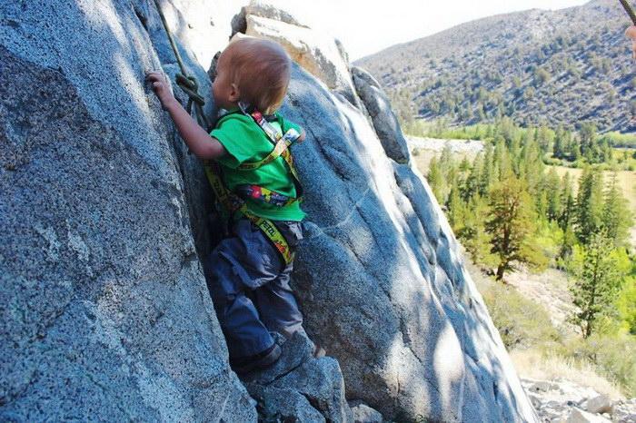 Перед вторым днем рождения мальчик прошел 483 километра по горам с родителями