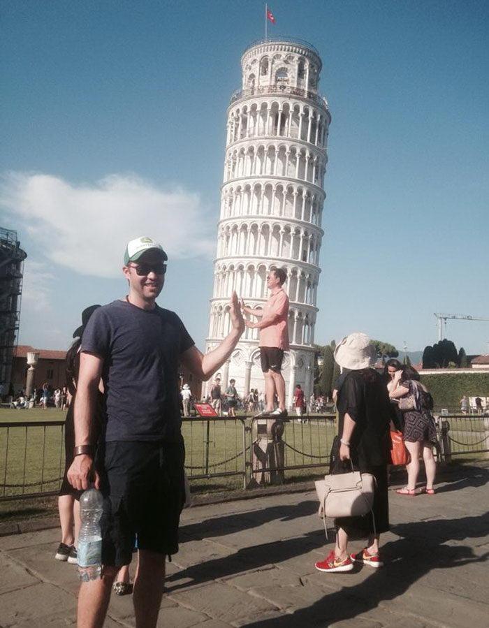 Троллинг туристов около Пизанской башни