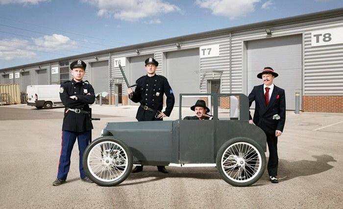 Участники гонок на странных автомобилей в фотографиях Alan Powdrill