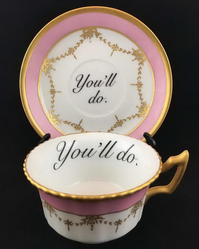 Классический чайный сервиз с обидными надписями Miss Havisham