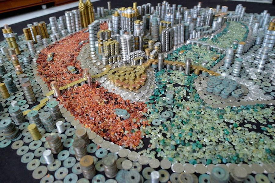 Чунцин из 50000 монет и кусочков камней
