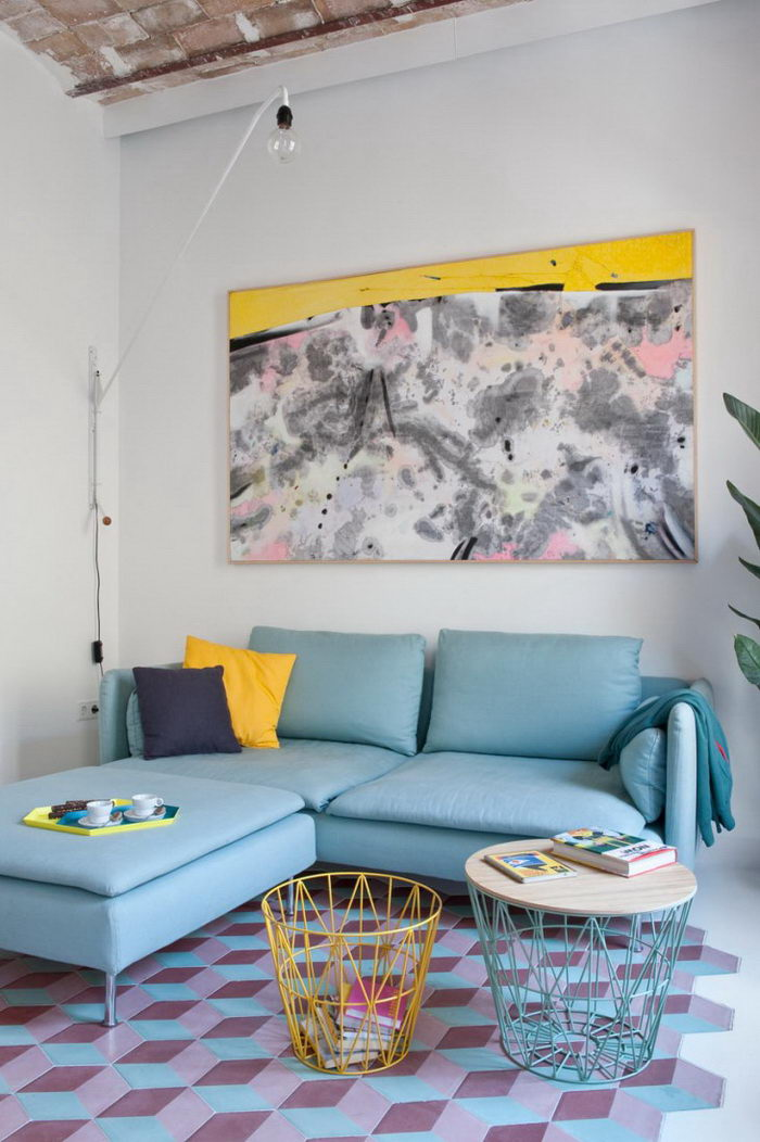 Веселая квартира в пастельных тонах: Tyche Apartment