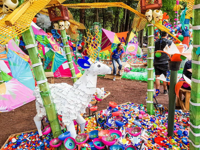 Пластиковый сад в Мехико: проект Thomas Dambo