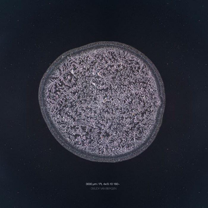 Увеличенные капли слез в фотопроекте Maurice Mikkers