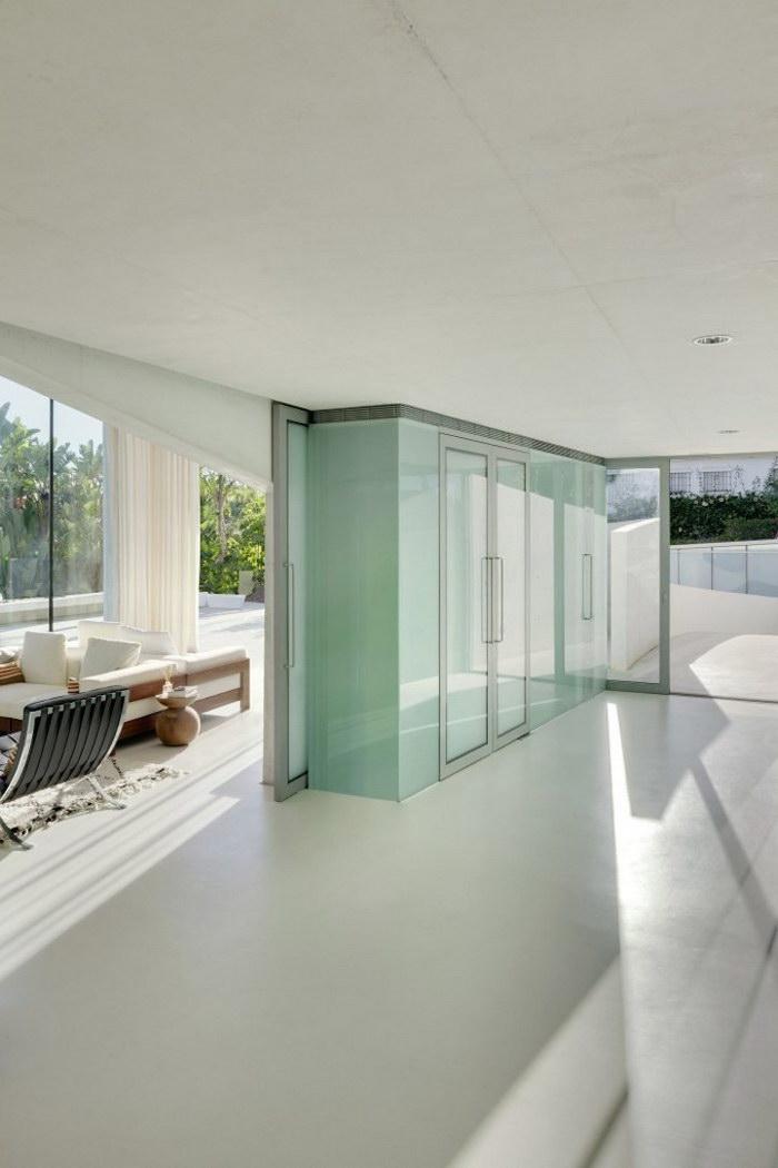 Испанский дом с бассейном