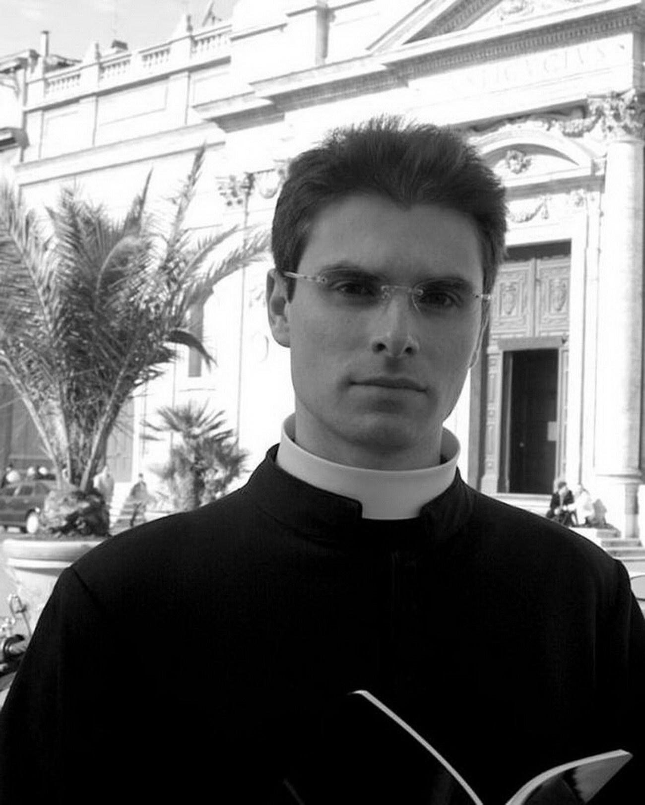Ватиканский календарь со священниками: Calendario Romano