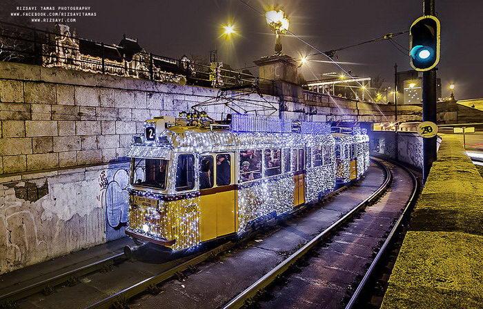 Рождественский трамвай Будапешта в снимках Tam?s Rizsavi