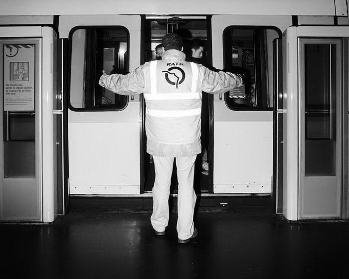 Темные коридоры метро Парижа: фото Pierre-Louis Ferrer