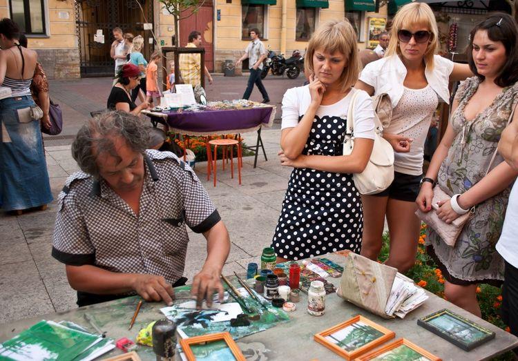 Уличный фестиваль хэнд-мэйда «Де ля рук» в Питере