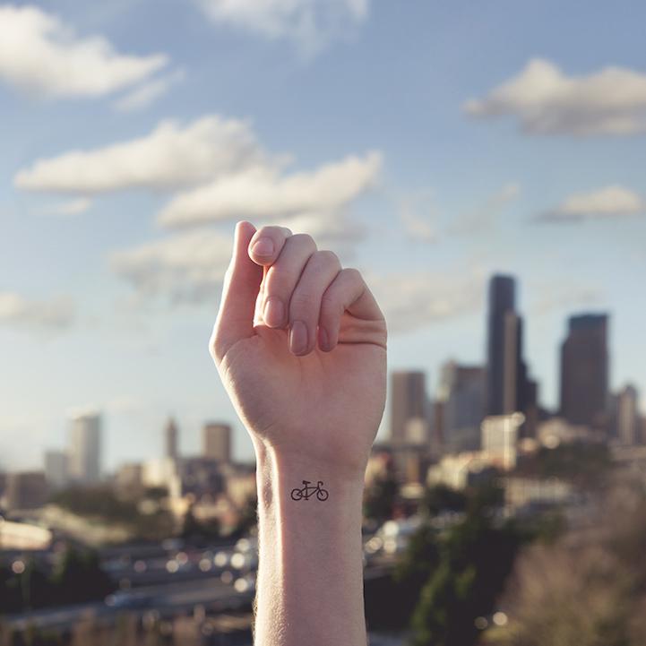 Забавные татуировки Austin Tott