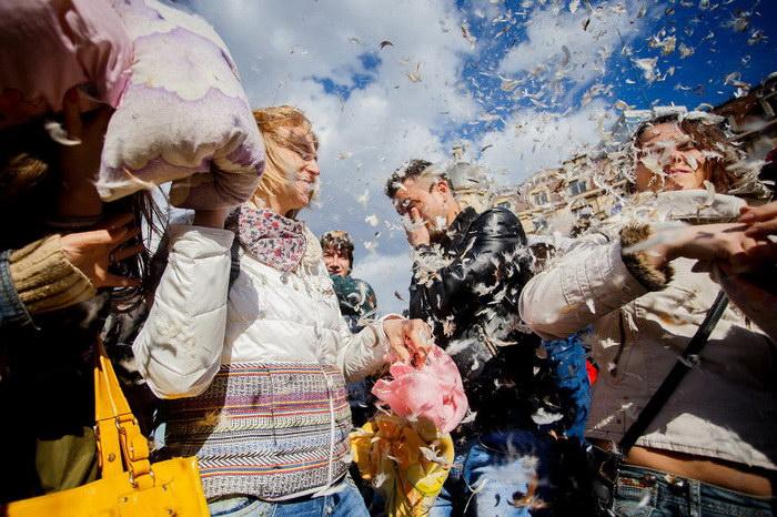 Международный день борьбы подушками в Бухаресте