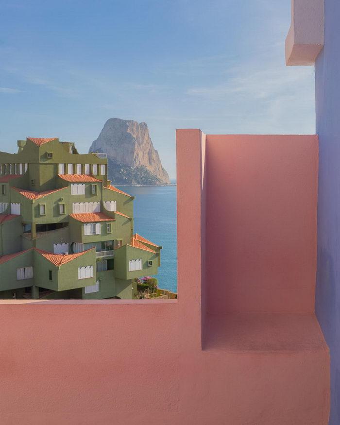 Гениальный дом в Испании: Muralla Roja