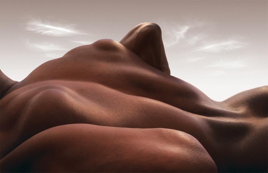 Тела в пейзажах Carl Warner