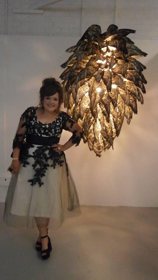Люстра из шелкотрафаретных крыльев голубей