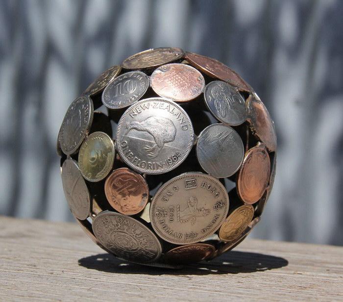 Скульптуры из старых ключей и монет Moerkey