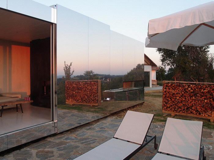 Невидимый дом, покрытый зеркальной поверхностью