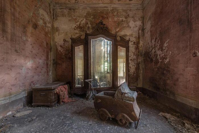 Заброшенные места по всему миру: фото Romain Veillon