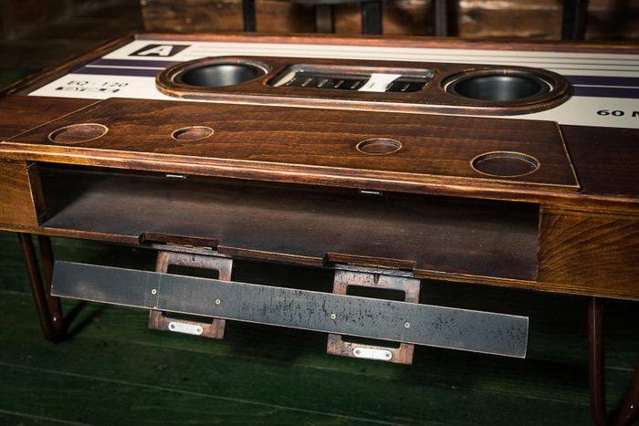 Дизайнерский стол в виде кассеты
