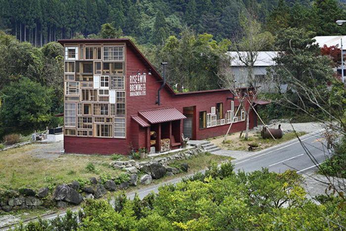 Kamikatz Public House: бар, построенный из переработанных отходов