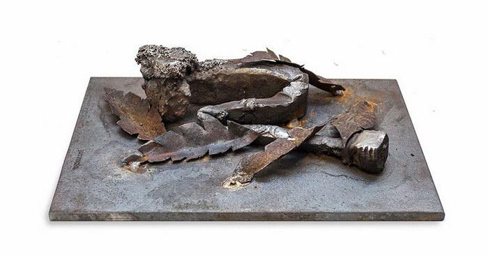 Очеловеченные скульптуры из стальных болтов