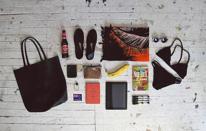 Что лежит в сумках людей?